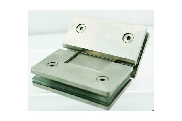 Bisagra Inox 135º para vidrio 52781351-2